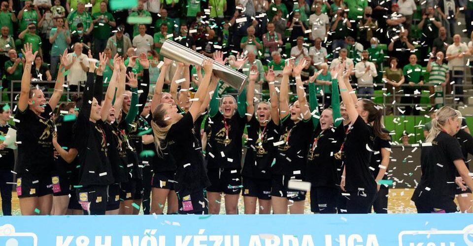 fradi kezi 2021 bajnokcsapat_960px